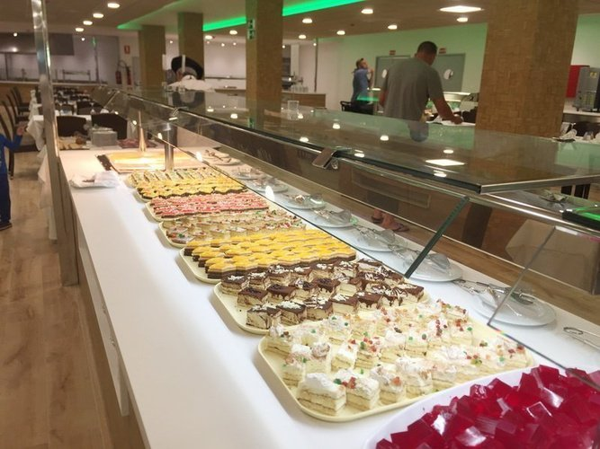 Buffet au restaurant 'caribe' apparthôtel magic tropical splash benidorm